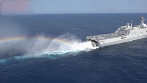 狂风巨浪中精准配合!国产新型气垫艇与登陆舰高难度训练画面曝光