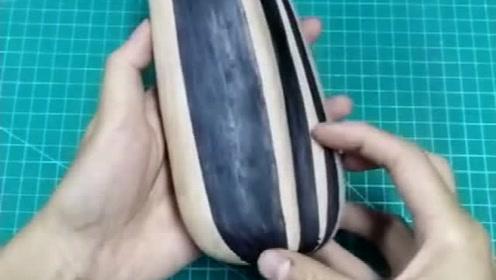 打开方式不对,你应该用牙嗑它!网友:是恰恰的瓜子吗?
