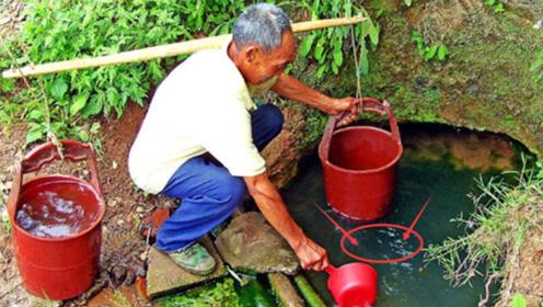 老农在自家院里打井,整整三天没出水,本想放弃时却发生了意外!