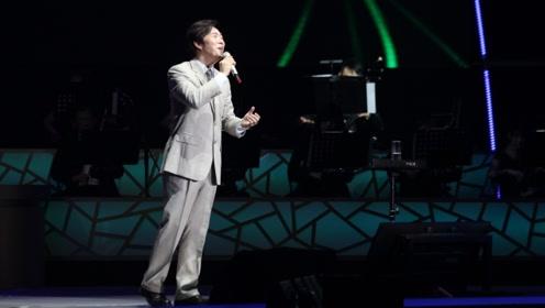 费玉清封麦,告别演唱会从上半年到下半年,最终在台北落下帷幕,几代人泪奔