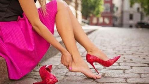 经常穿高跟鞋的女性,脚部会有什么变化?女友含泪说出真相!