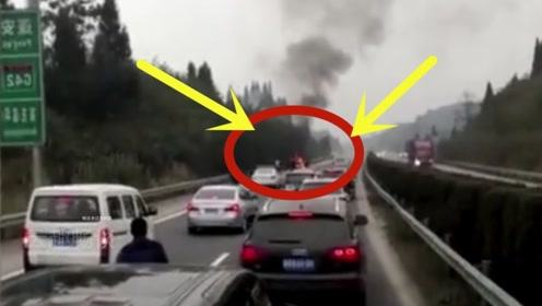 轿车高速狂飙,下秒就遭到报应,五死一伤画面凄惨!