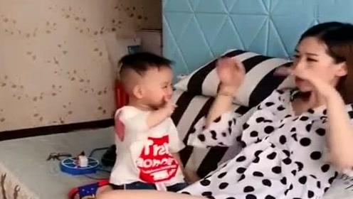 给孩子断奶好几天了,不料他竟这样做,实在是太搞笑了!