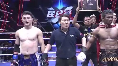 看不下去了!泰拳王播求KO了对手后,被中国奥运冠军出言相怼