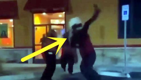 女子和餐厅店员起口角被追出店外抱起砸地 目击者拍下现场视频