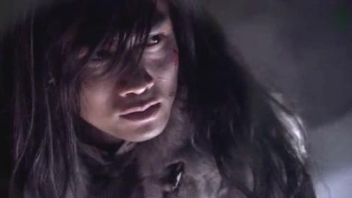 此人武功平平,竟意外在山洞寻得刀枪不入的宝甲,失传秘籍和宝刀