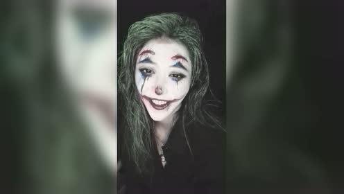 我扮演了一个很有感触的小丑
