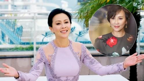 刘嘉玲54岁不服老,穿彩色印花长裙配高跟鞋,意外减龄美回少女