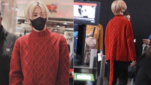 蔡徐坤身穿红色毛衣小尾巴可爱满分,蔡徐坤真是可甜可A啊!