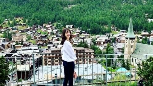 刘强东娇妻章泽天晒留学照,穿职业装露美腿,比身旁女同学抢镜