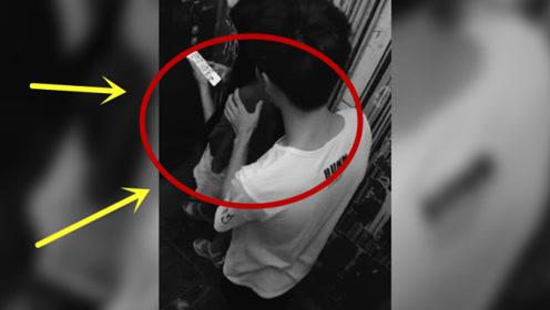 """女孩在电梯内玩手机,身后男子突然将其抱住""""强吻"""",监控拍下猖狂过程!"""