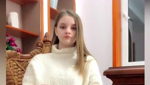 借女同学钱,被俄罗斯老婆盘问,网友:活该你罚跪