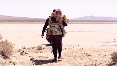 在食人族部落,一桶水就能换到一个女孩,《劣质爱情》