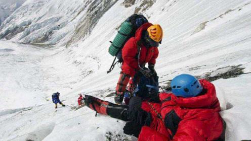 为什么登珠穆朗玛峰时,遇到人摔倒千万不能扶?看完背后一身冷汗