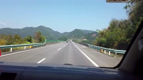 行驶在贵州大山里的高速,真是太舒服了,点赞贵州高速