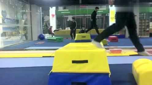 高中体育生的日常训练,如何提高单腿跳跃力量,你们都会吗