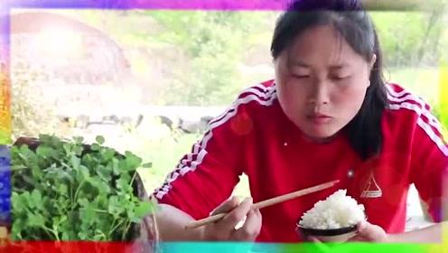 5斤的猪肺,被胖妹做的太有食欲了,网友:可真敢吃!