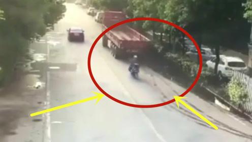 祸从天降!男子骑车玩手机,一头撞死,大货车连连喊冤!