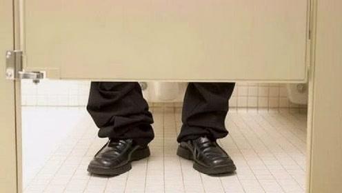 """为何""""厕所门""""下方都要留有一段门缝?原来真相原和你想的不一样"""