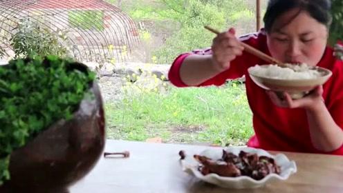 从小养的土鸭还能这么吃?胖妹吃了这么多年吃错了,停不下的味道真香