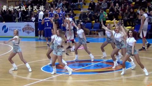 俄罗斯啦啦队女孩的表演有多精彩?球员们都被吸引了