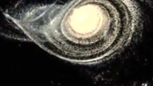 模拟:30亿年后银河系与仙女星系的碰撞过程
