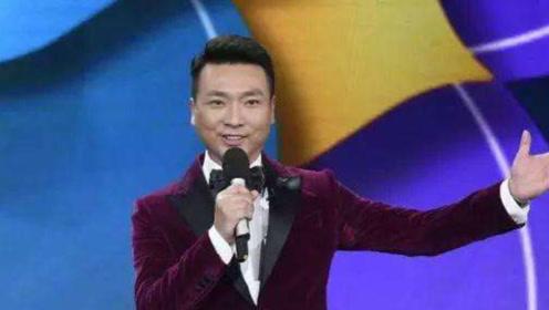 45岁央视主播康辉与妻子近照,结婚18年至今无子,妻子身份不一般