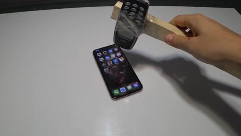 诺基亚做成的锤子,iPhone11能抗住它一击吗?不忍心看这结局!