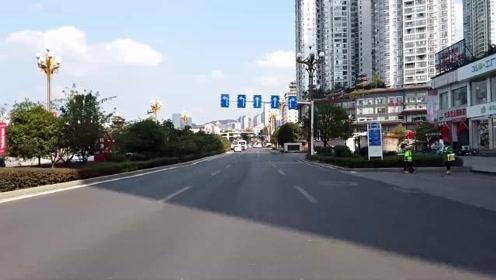 来到贵州一个小城,卫生环境交通秩序很好,文明程度很高的城市