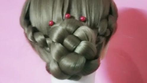 麻花辫这样扎,盘起来的发型超个性,妥妥的法式文艺范儿