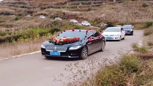村长的儿子结婚了,请了几十辆车当婚车,真有面子啊!