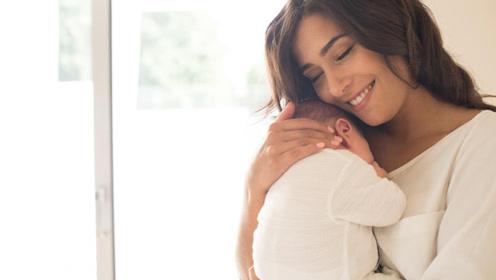 很多人好奇宝宝那么小,究竟是怎么分辨出来妈妈的呢?