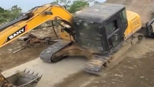 新手挖掘机司机下货车,直接硬生生摔下来了,原谅我没忍住笑!