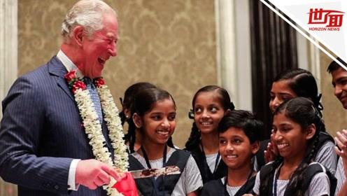 查尔斯王子在印度开71岁生日派对 切蛋糕收礼物笑得像个孩子