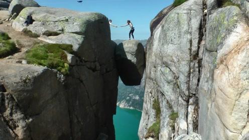 悬在1000米绝壁上爱情考验石,敢站在上面的都是王者,太恐怖了