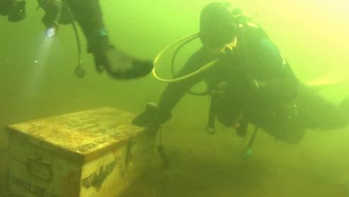 """潜水员潜水时发现一个奇怪的""""箱子""""?打开后所有人都愣住了"""