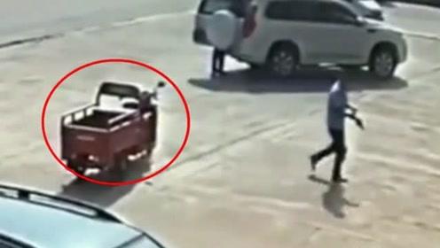 男子报警称三轮车被偷,监控录像显示情况诡异,罪魁祸首竟不是人