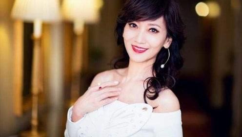 赵雅芝65岁生日与老公烛光晚餐, 老公视角下的她,知性优雅幸福满溢
