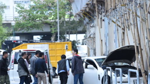 香港偷车狂徒街头横冲直撞 港警连开三枪当场制服