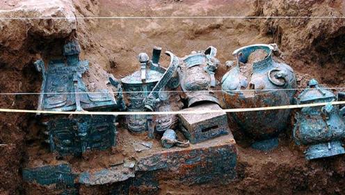 河南河床干枯露出一硬物,放羊娃被绊倒,专家挖出稀世国宝!