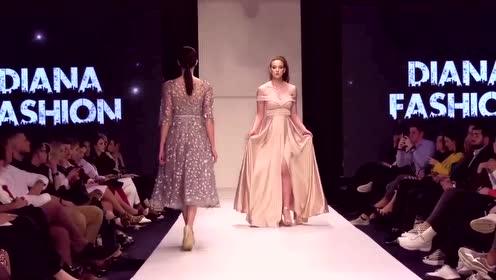 高级时装秀:薄纱连衣裙,中间掏了一个洞,设计师用心了