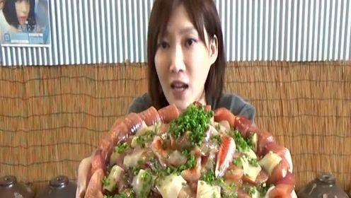 日本大胃王木下挑战吃铺满了油脂丰富的生鱼片!超大份海鲜盖饭