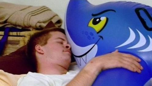 """外国小伙痴迷""""动物气球"""",24小时形影不离,竟还想与其结婚!"""