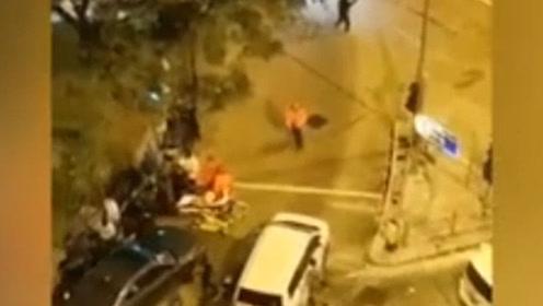 暴徒深夜公然袭击港警 企图劫走女犯人 关键时刻港警鸣枪示警驱散
