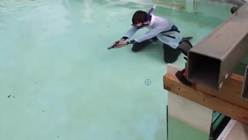 水下开枪子弹能飞几米?国外一小伙亲自试验,结果让人吃惊