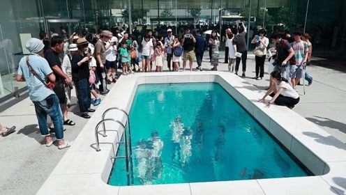 """世界上最怪异的""""泳池"""",下去游个泳,出来后身子还是干的"""