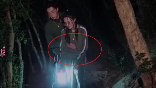 徐璐爬楼梯险些摔倒,谁注意张铭恩手捏的位置?网友:太不老实!