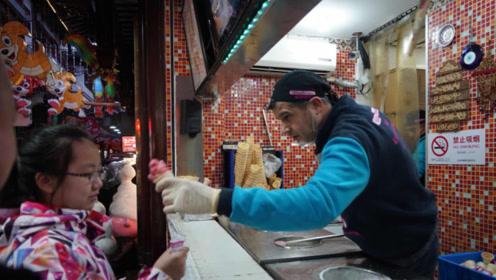 """还在纠结如何吃到土耳其""""网红冰激凌""""?小伙教你一招,百试百灵"""