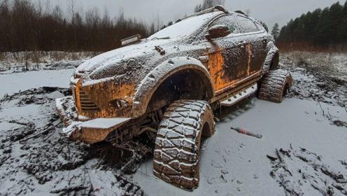在俄罗斯的冬天,如何拖出深陷冻土的越野车?一起来见识下!