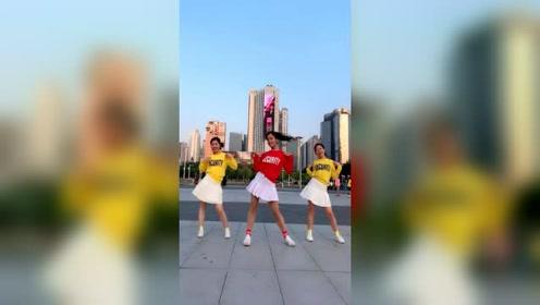 小姐姐最新舞蹈《金色天空》跳起来好漂亮,动感美丽